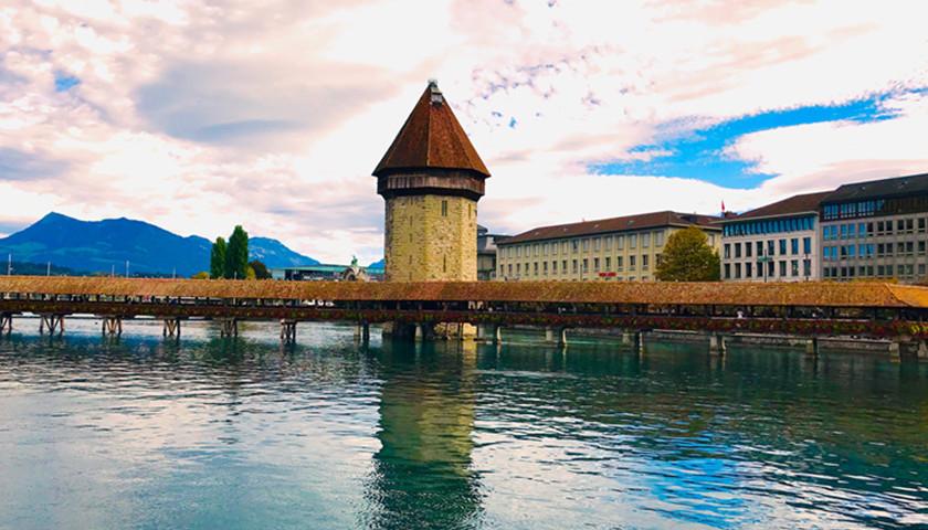 瑞士琉森(Lucern)的教堂桥