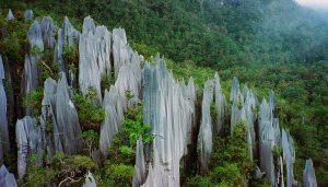 马来西亚冷知识:世界最大的天然石洞和罕见刀石林——砂拉越姆鲁公园
